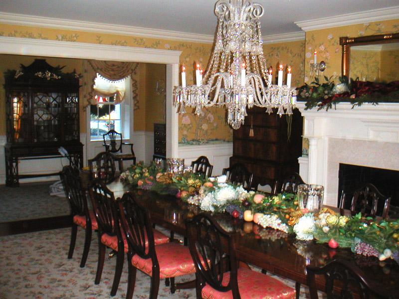 Holiday Decor Dining Rm